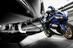 2008-YZF-R1-action-01_tcm46-207647